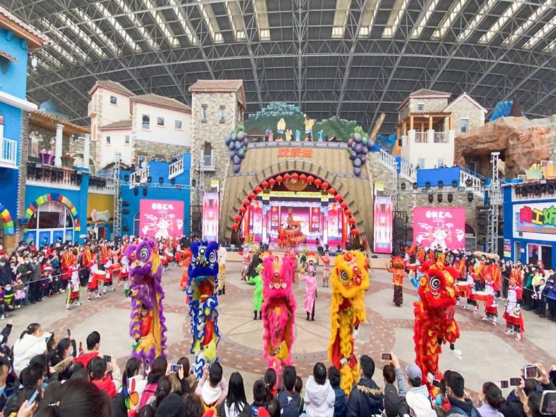 泉州春节欢乐谷舞狮表演